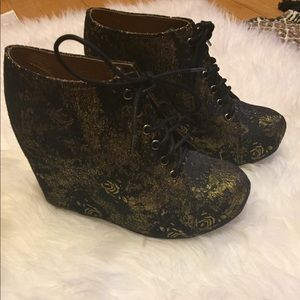 Jeffrey Campbell Gold and Black wedges sz 8.5